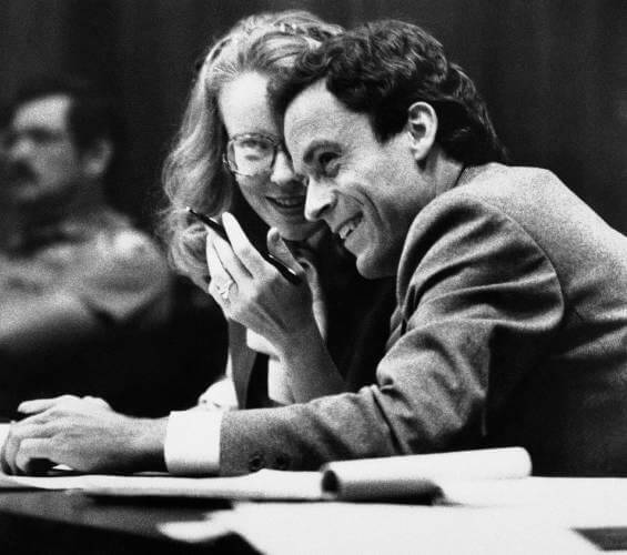 تد باندی در دادگاه وکیل مدافع خودش بود